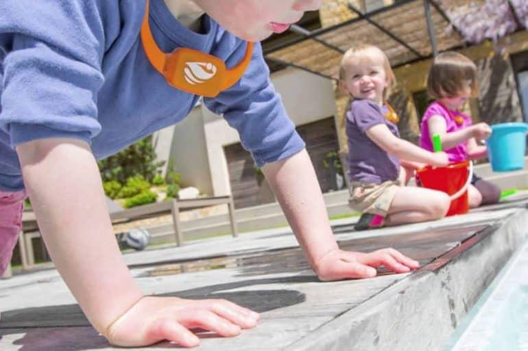 No Stress surveille votre enfant au bord de la piscine