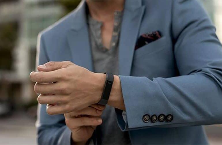 Le tracker d'activité Fitbit Alta HR s'offre la fréquence cardiaque et améliore le suivi du sommeil