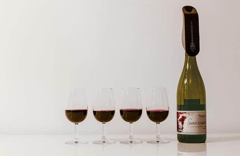 Aveine, l'aérateur de vin connecté