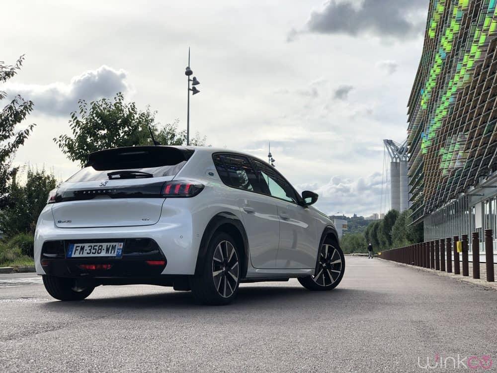 Peugeot e208 - 3/4 arrière