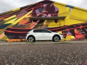 Peugeot e208 - Profil au sol