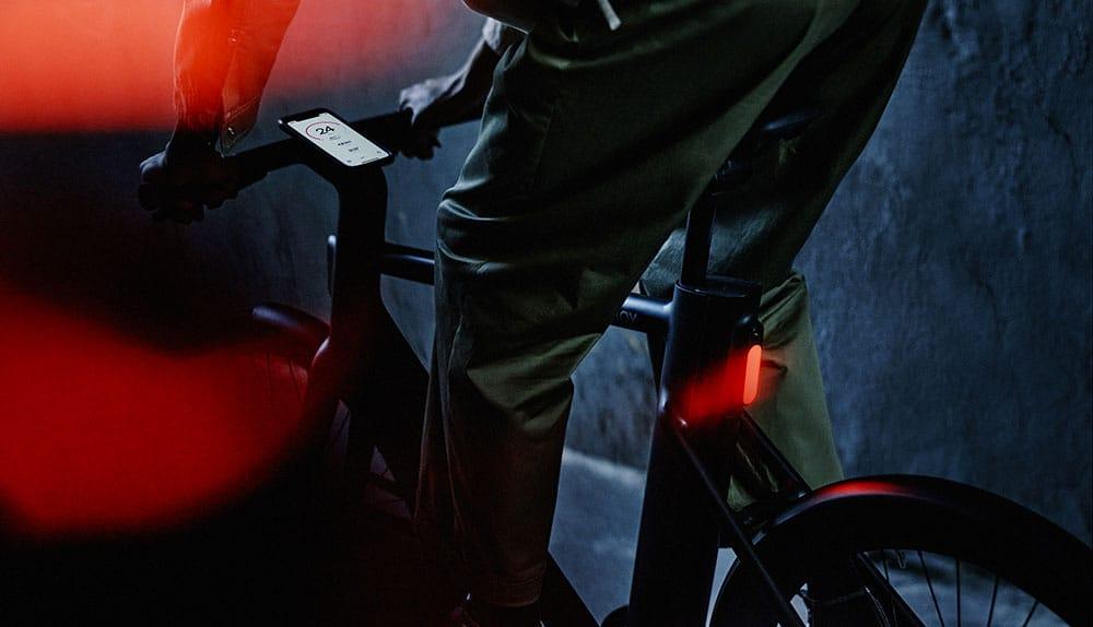 Cowboy C4 et C4 ST : Le cockpit intégré dans la potence
